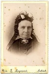 Mrs. R. Maynard studio, stereograph card